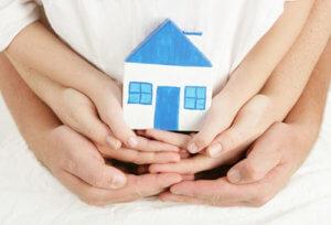 При покупке или продаже квартиры оформленной на ребенка потребуется выполнить все нормы, направленные на защиту прав несовершеннолетнего