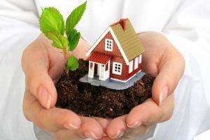 Дарение недвижимости оформляется дарственной, составленной самостоятельно или у нотариуса