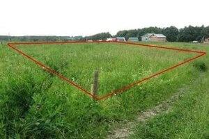Обременение земельных участков означает ограничение права распоряжения участком и его использования, но не лишает права собственности