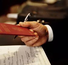 Процедура регистрации обычно занимает три дня, на время ее проведения у граждан изымается паспорт