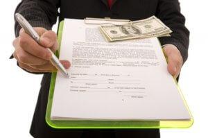 Перед тем, как подписывать документы или писать расписки проанализируйте, к каким последствиям могут привести ваши действия. Лучше всего предварительно проконсультироваться у опытного юриста