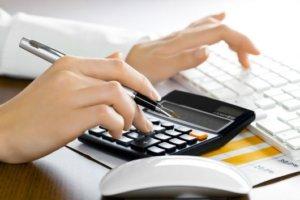 Стоимость оформления сделки зависит от того, каким образом и где она оформляется, обращение к нотариусу - вариант надежный, но потребует затрат