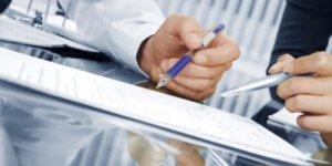 Документ, подтверждающий право собственности продавца на продаваемое жилье, следует тщательно изучить