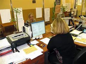 Документы и заявление на регистрацию можно подать при личном посещении паспортного стола
