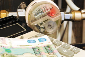 Расчет коммунальных платежей производится с учетом многих факторов, начиная от площади помещения и заканчивая количеством прописанных на ней жильцов