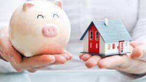 Каждый гражданин, который должен уплатить налог на недвижимость получает извещение, в котором указанна сумма платежа