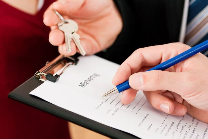 Для продажи квартиры, находящейся под ипотекой потребуется разрешение финансовой организации, выдавшей кредит