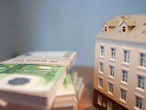Право собственности оформляется записью в ЕГРП и получением свидетельства. Переход права также требует оплаты госпошлины