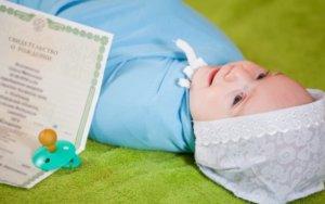 Прописывают новорожденного по месту жительства родителей, если в прописке отказывают - родителям потребуется обратиться в суд