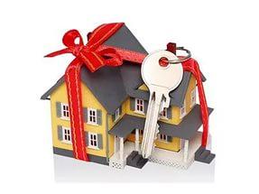 Главный принцип процедуры дарения - безвозмездная передача частной собственности от дарителя к одаряемому