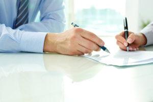 Если договор составляется сторонами-участниками, то желательно перед заключением сделки показать его опытному юристу, возможно он укажет на допущенные ошибки или неточности