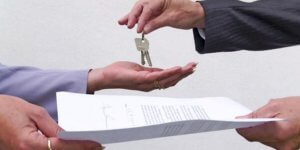 При совместной собственности на жилье потребуется согласие на продажу каждого из его владельцев