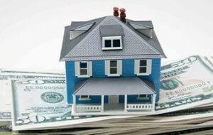 Если нет возможности лично участвовать в сборе документов и принимать участие в процедуре оформления сделку продажи недвижимости можно воспользоваться услугами доверенного лица, для передачи части прав потребуется написать доверенность