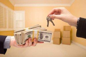 Решив оформить сделку с продажей недвижимости по доверенности следует быть очень внимательным и осоторожным