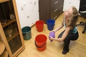 Кто должен присутствовать при составлении акта о затоплении квартиры