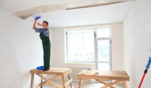 Поклейка потолка после пыльных работ