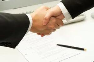 Будьте внимательны, не доверяйте подпись акта купли продажи другим лицам, подписывайте важные документы самостоятельно