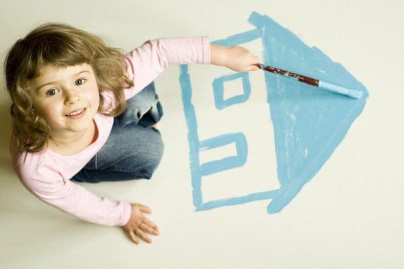 При оформлении квартиры на ребенка от его лица могут действовать родители или опекуны