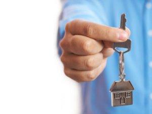 Деприватизация производится по согласию сторон, расприватизация - по решению судебного органа