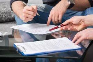 Исковое заявление может подаваться в судебную инстанцию по месту регистрации, т.е. юридическому  адресу ответчика, по месту нахождения недвижимости или месту исполнения договора