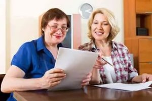 Передача квартиры близким родственникам в дар привлекательна простотой оформления и отсутствием необходимости уплаты налога
