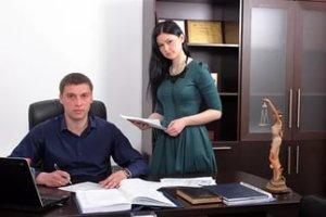 Чтобы оформить доверенность доверителю потребуется посетить нотариуса лично