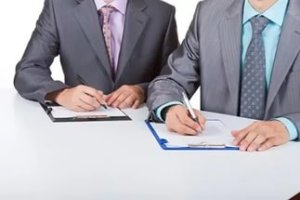 Доверенность на продажу дома должна содержать информацию о собственнике объекта, доверенном лице и самом объекте недвижимости