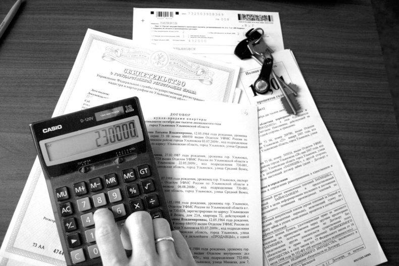 Перед составлением акта купли продажи следует проверить  силу и подлинность предоставленных продавцом документов и справок