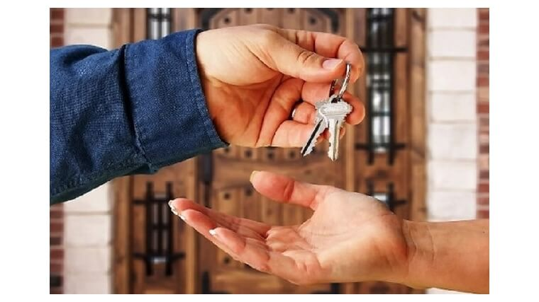 Беспрепятственно пользоваться жилым помещением имеют право как собственник, так и его близкие родственники, кроме случаев, если оговорены другие условия