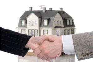 При заключении договора с риэлторской компанией будьте внимательны. оговорите в документе все юридические и финансовые моменты вашего сотрудничества