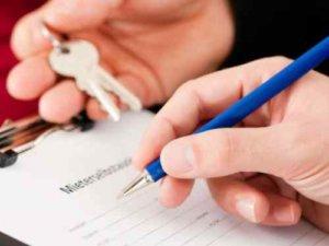 Составить договор аренды можно самостоятельно, но если сомневаетесь в правильной формулировке какого-то пункта - лучше обратитесь к юристу