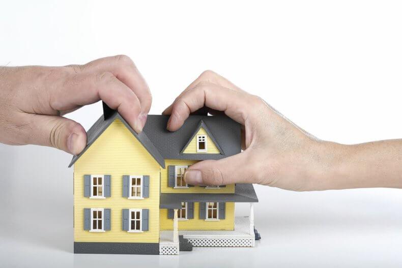 Претендовать на получение доли в квартире имеют право все, кто проживал в помещении на момент его приватизации