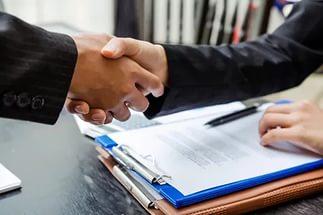 Нужно ли выписываться при продаже квартиры бывшему хозяину, сроки, необходимые документы, учреждения для оформления