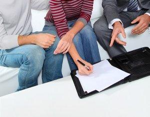 В правовом плане арендодатель - лицо в большей степени защищенное законом от посягательств на его собственность, в данном случае - квартиру