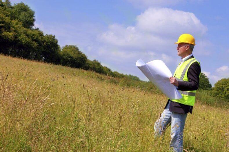 В случае наложения ареста, владелец участка полностью лишается права распоряжения землей