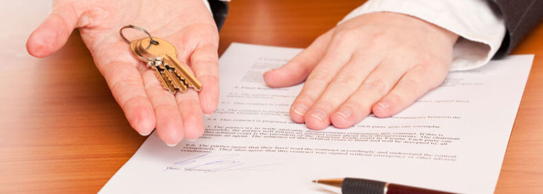 В случае отзыва доверенности, доверитель должен отправить предупреждение доверенному лицу в письменном виде