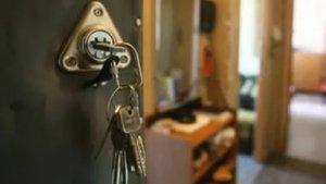 Очень часто договоры найма комнат в коммунальных квартирах не регистрируются. в том числе и из меркантильных соображений