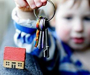 Покупка и продажа квартиры, владельцем которой является несовершеннолетний ребенок, а также продажа квартиры в которой прописан ребенок имеет особые нюансы, это следует учитывать при оформлении документов