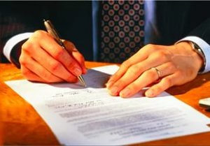 Приватизация ведомственного жилья возможна только в том случае, если предприятие, являющееся владельцем недвижимости примет соответствующее решение