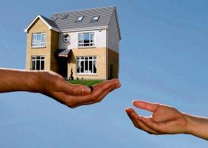 Какими-бы ни были отношения между владельцем имущества и арендатором, юристы не рекомендуют отказываться от составления договора
