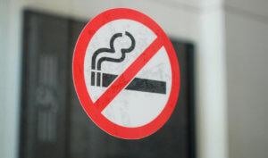 Наложение административного штрафа за курение