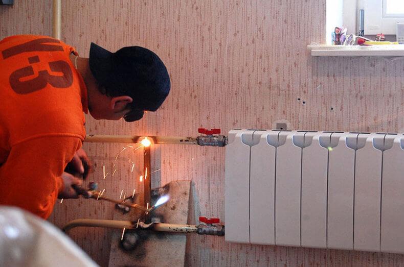За чей счет меняют батареи отопления в квартире