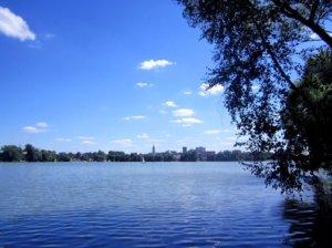 Белое озеро - самое крупное. Озеро ледникового происхожде